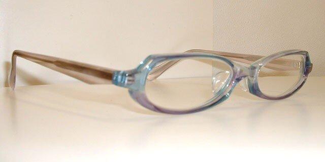 あなたの肌に透明感を出すメガネ(メガネフレーム)の画像1枚目