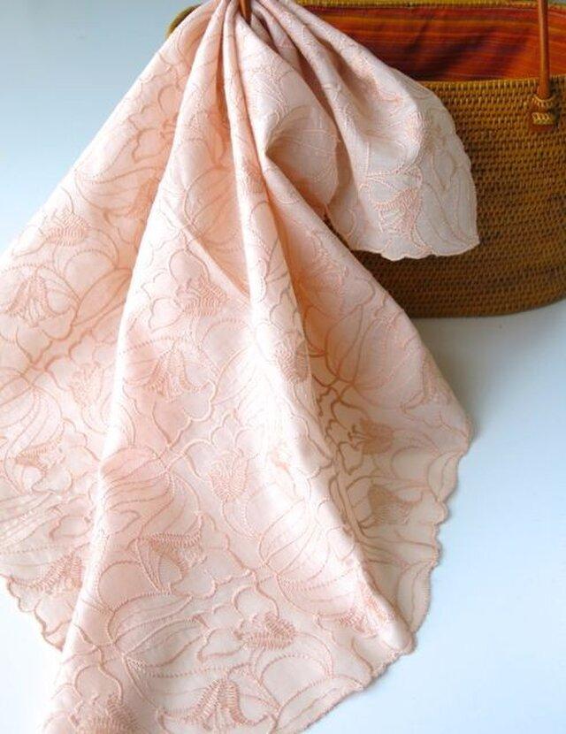 草木染刺繍ハンカチ ユリ(サーモンピンク)の画像1枚目