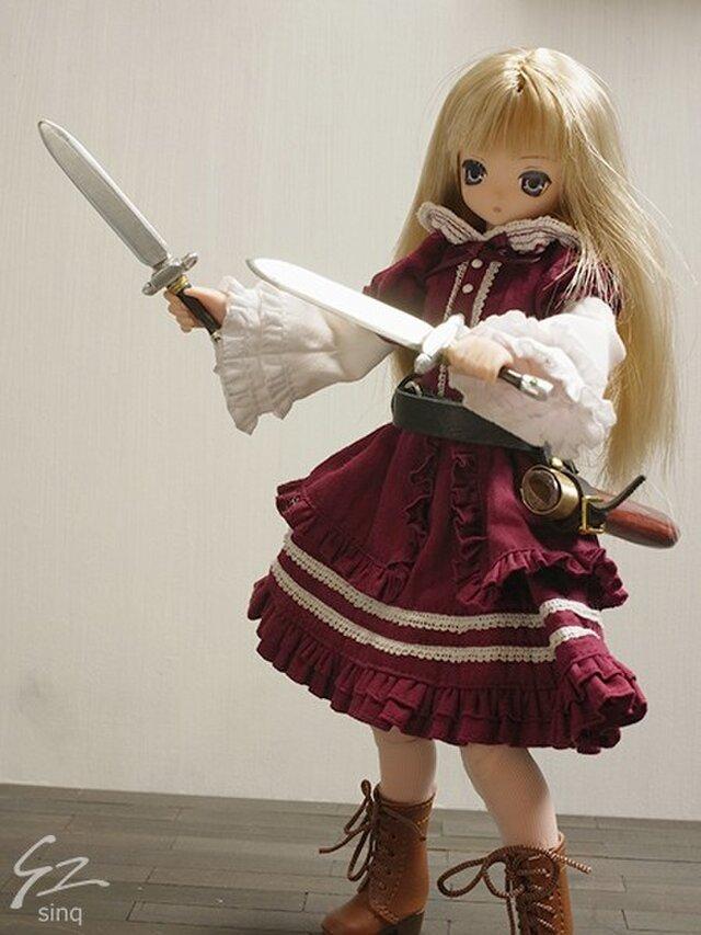 【sinq】1/6ドール用武器・西洋刀剣4.6 双剣 ショートソード+1の画像1枚目