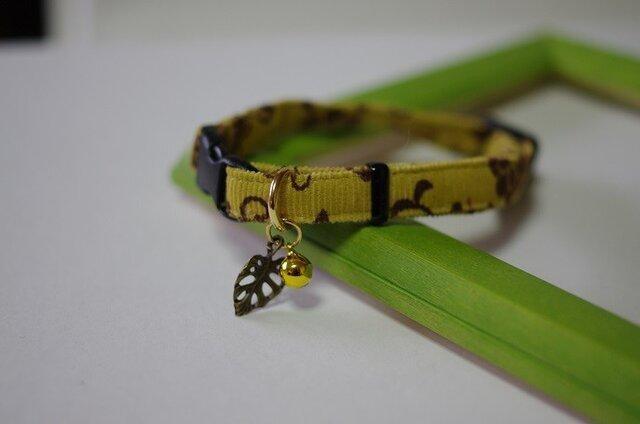 猫 アラベスク柄葉っぱ首輪(黄)の画像1枚目