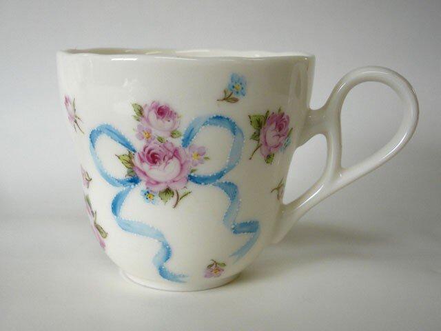 手描きのマグカップ(薔薇とリボン)の画像1枚目