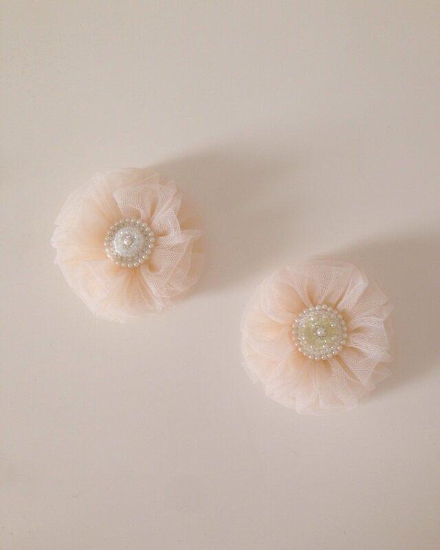 ビーズ刺繍とチュールのコサージュの画像1枚目
