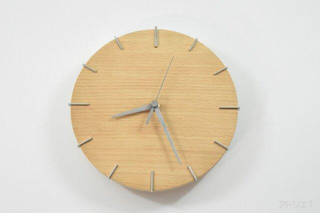 白いブナの木肌に無垢のステンレスの目盛りでスマートなデザインの木の掛け時計【クオーツ時計】の画像1枚目