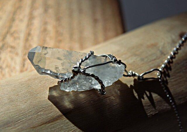 乙女水晶の一点もの銀と金のネックレスの画像1枚目
