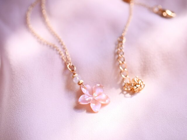 桜のひとひらネックレスの画像1枚目