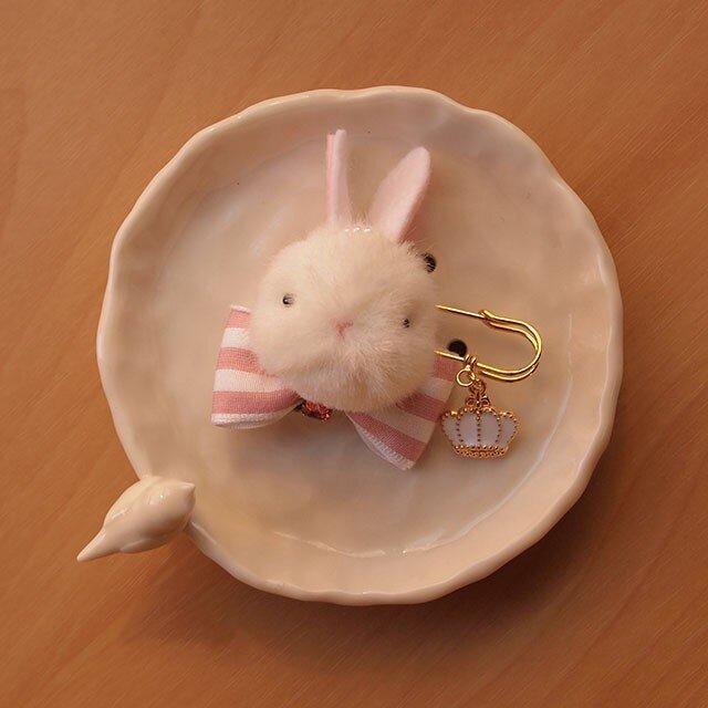 【再販】ふんわりブローチ*甘いピンクの白うさぎの画像1枚目