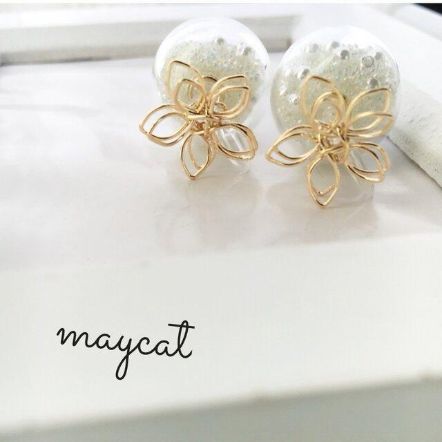 お花とガラスドームのイヤリングの画像1枚目