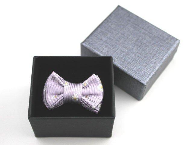 蝶ネクタイのタックピン・ラベンダーカラーに小花柄の画像1枚目