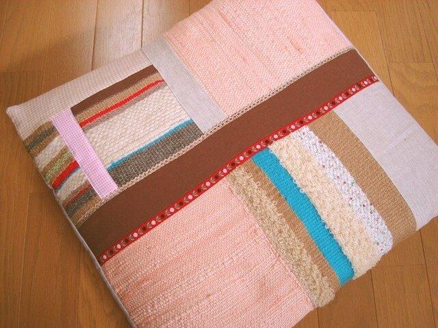 草木染めと手織りのクッションカバーの画像1枚目