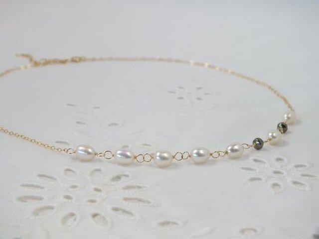 淡水パールとパイライトのネックレスの画像1枚目