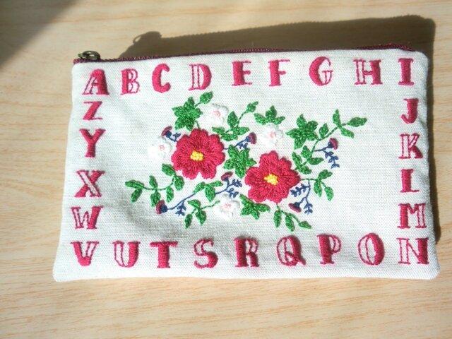 アルファベット刺繍ポーチ(赤)の画像1枚目