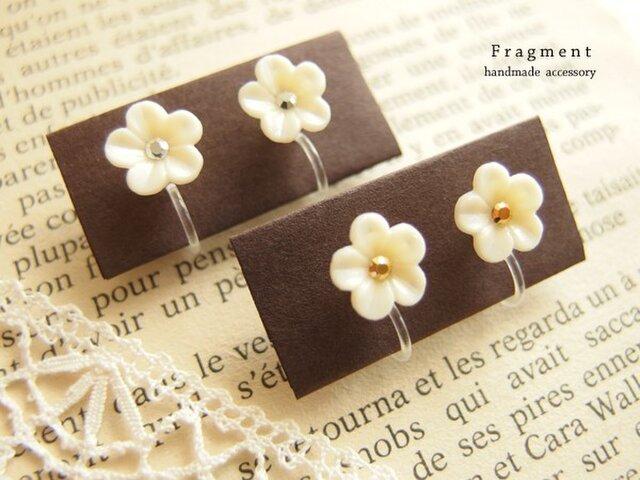 再販* Petit Vintage Flower 樹脂ノンホールピアスの画像1枚目