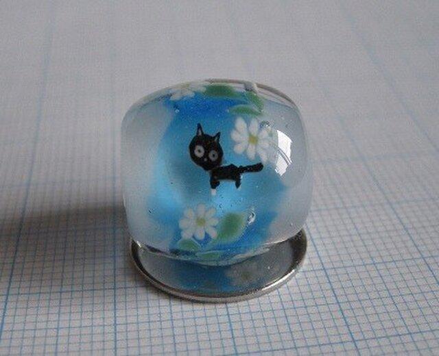 とんぼ玉 黒猫と花 type-Bの画像1枚目