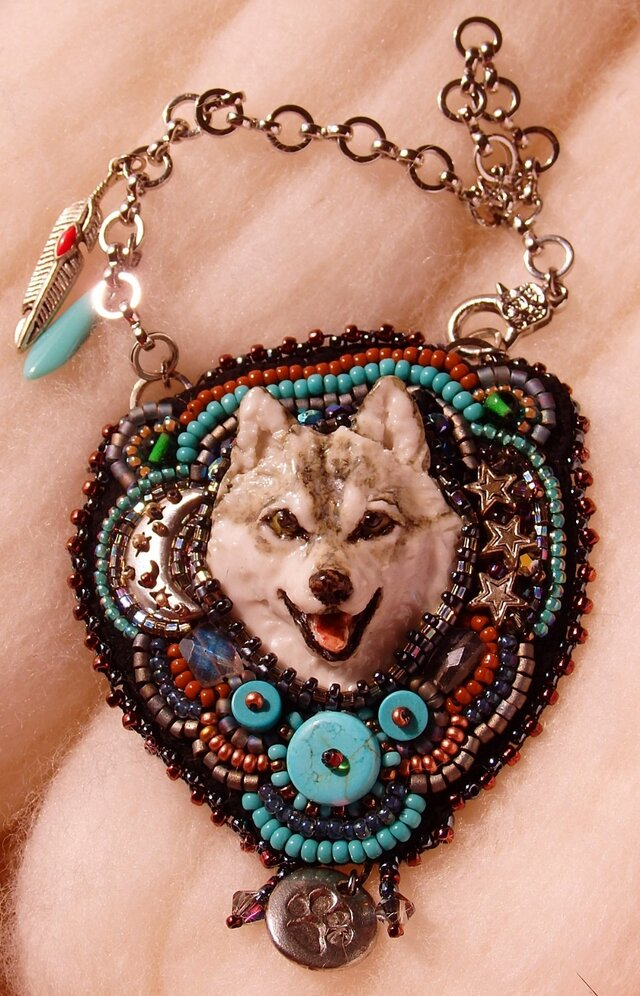 Wolf ビーズ刺繍チャームの画像1枚目