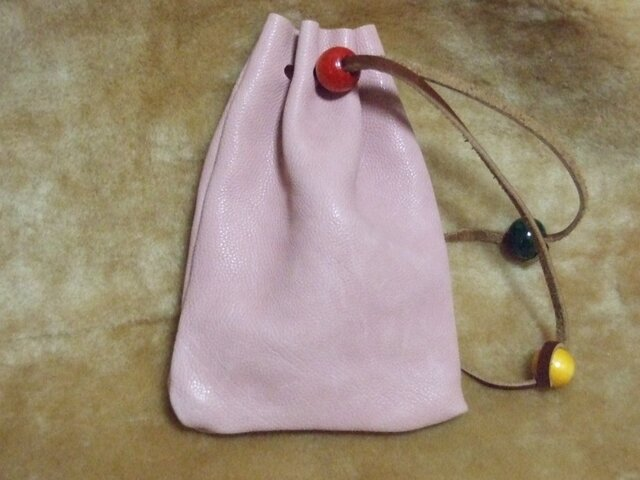 本革 手縫い巾着袋 (ライラックピンク シボ)の画像1枚目