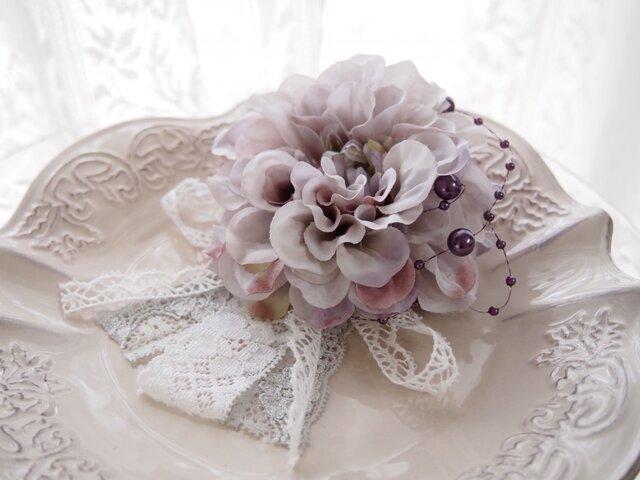 入園入学卒業、結婚式に大人可愛いコサージュ・ダリアクリームラベンダー3の画像1枚目