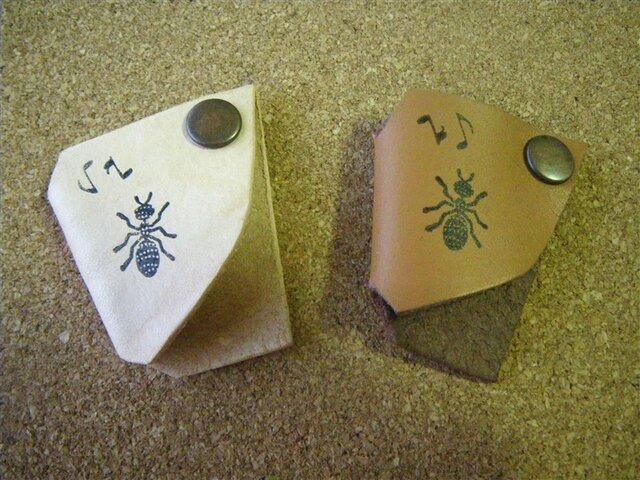イヤホンコードフォルダー 蟻の画像1枚目
