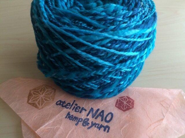 麻の繊維入り手紡ぎ毛糸 メリノウール 水色系の画像1枚目