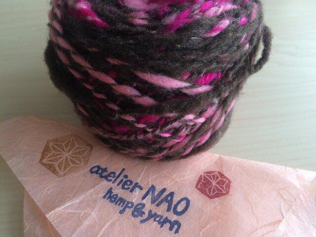 麻の繊維入り手紡ぎ毛糸 メリノウール 茶ピンクの画像1枚目