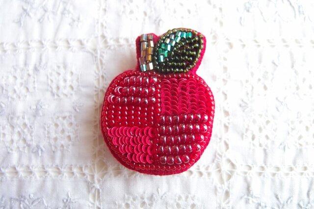 真っ赤な つぎはぎりんごのブローチ の画像1枚目