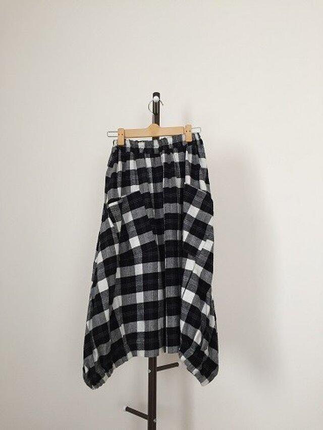 白黒チェック柄の 表起毛地 バルーンスカート Mサイズの画像1枚目