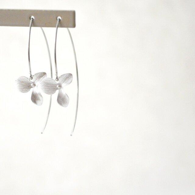 Silver Flower Long Hook Pierceの画像1枚目
