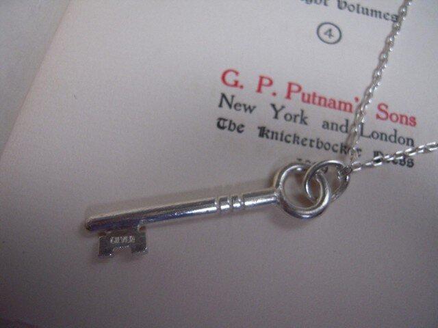 銀の鍵のペンダントバチカン付き HD-8の画像1枚目