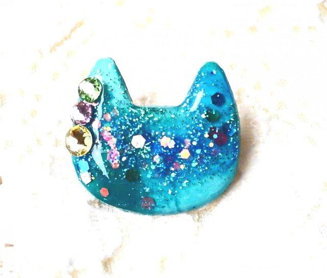 猫型ブローチペールグリーンスワロ付きの画像1枚目