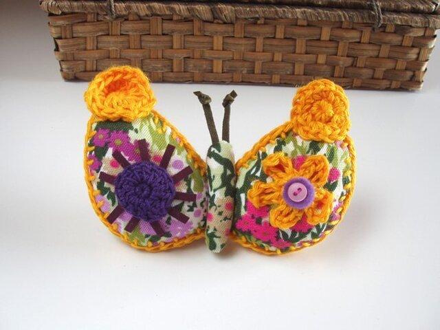 にぎやか蝶のブローチの画像1枚目