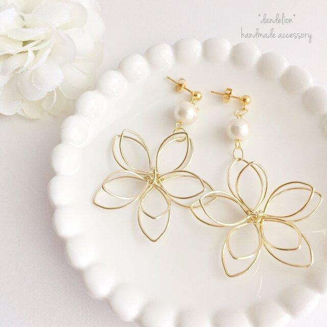 高品質~大花~ wire flower コットンパールピアス/イヤリングの画像1枚目