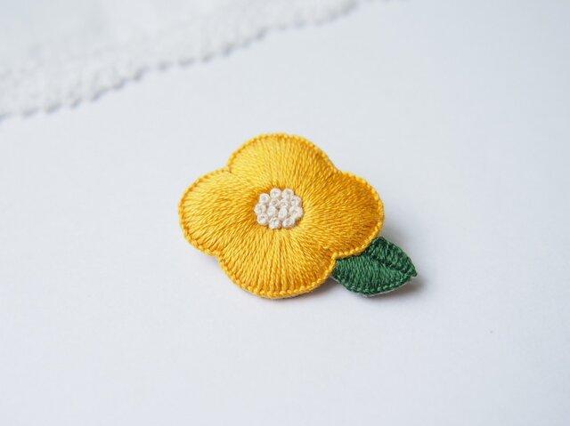 [受注制作]お花の刺繍ブローチ(yellow)の画像1枚目