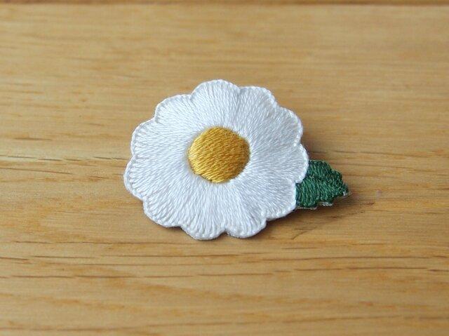 マーガレットの刺繍ブローチの画像1枚目
