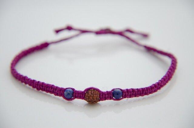 ルドラクシャとラピスラズリのヘンプ編みブレスレットI(赤紫色)の画像1枚目