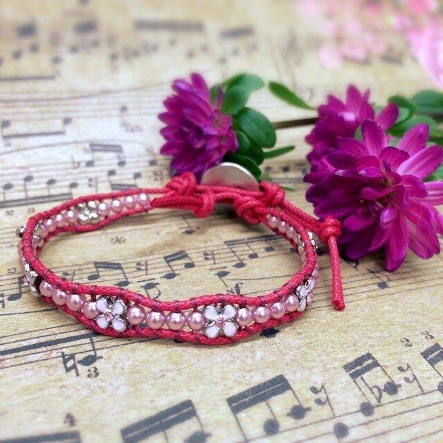 【送料無料】お花いっぱいの華奢なラップブレス(赤)の画像1枚目