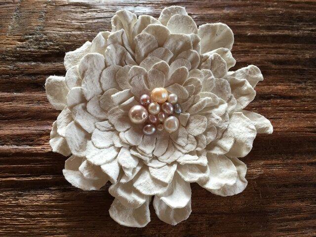 革花のブローチピン(パール) 3Lサイズ 白の画像1枚目