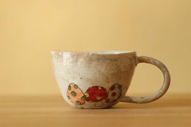 粉引き手びねりのきのこのカップ。の画像1枚目