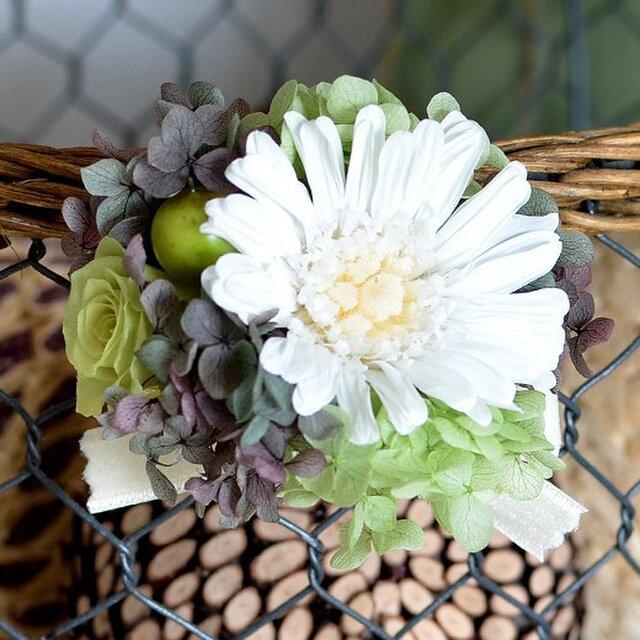 卒業式 入学式 【ホワイトブルーグリーン】 プリザーブドフラワー コサージュ ガーベラ    発表会 結婚式 ヘッドドレスの画像1枚目