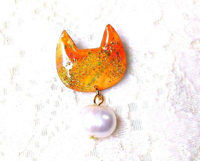 淡水パールとラメの猫型ブローチPオレンジの画像1枚目