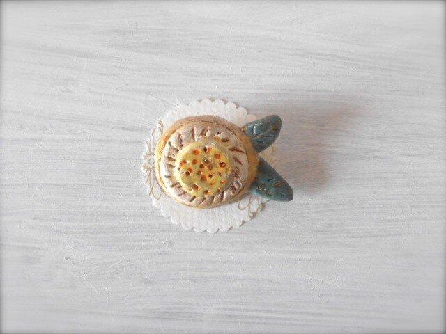 お花ブローチ(アイボリー&クリーム) 陶土ブローチの画像1枚目