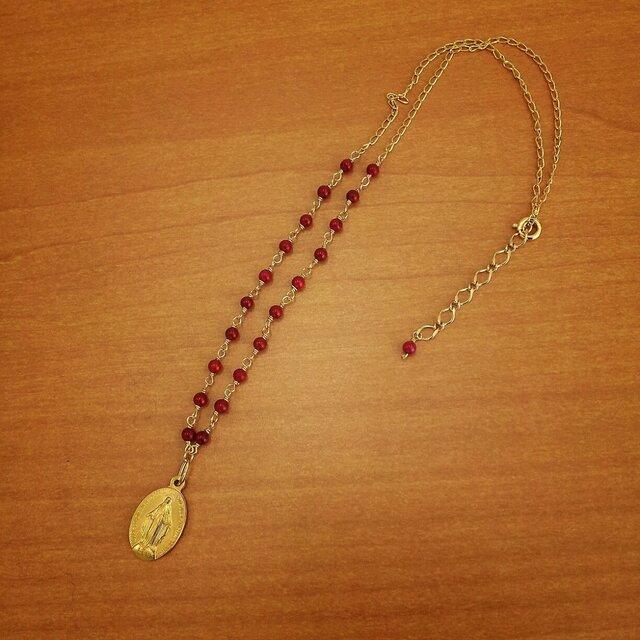 赤サンゴとゴールドメダイのネックレスの画像1枚目