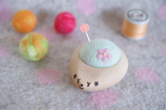 ハリネズミの羊毛ピンクッション【針山】お花 はるいろの画像1枚目