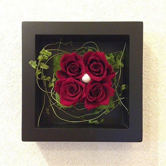 プリザーブドフラワー 壁掛け  誕生日 結婚祝い 花 ギフト プレゼント 額 木製 フレーム レッドの画像1枚目