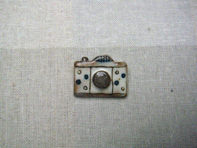 水玉カメラのブローチの画像1枚目