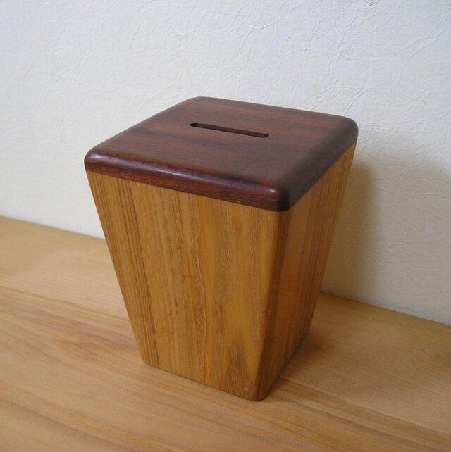 木の貯金箱の画像1枚目