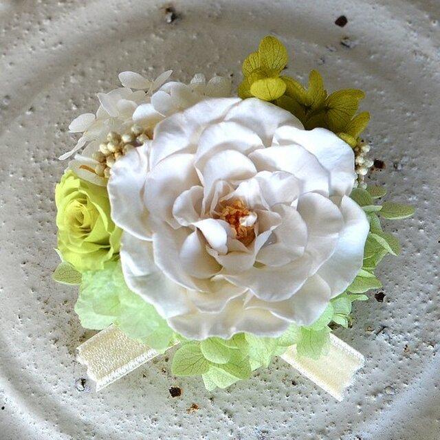 【 ホワイト&グリーン】 コサージュピン バラ アジサイ プリザーブドフラワー 発表会 結婚式 入学式 ヘッドドレス 七五三の画像1枚目