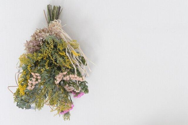 ミモザとミナヅキ ふんわり 春色 スワッグの画像1枚目