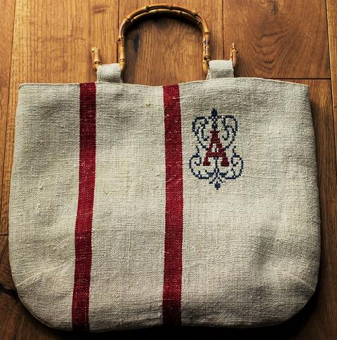 アンティークグレインサックのバッグの画像1枚目