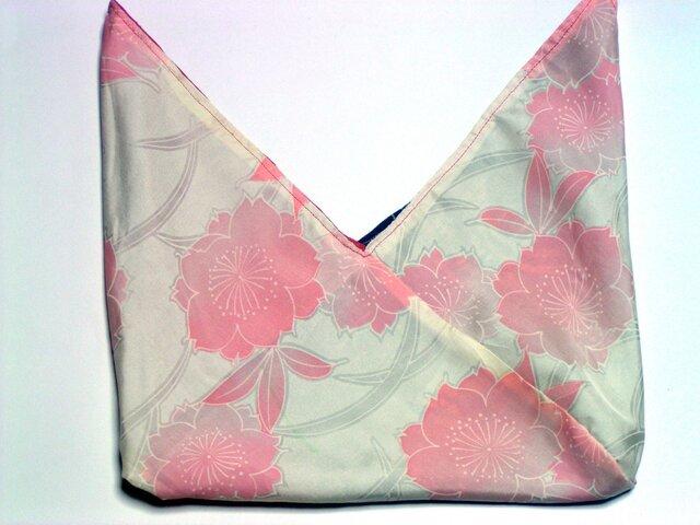 絹のあずま袋桜模様のリバーシブル かわいいサイズ 着物地での画像1枚目