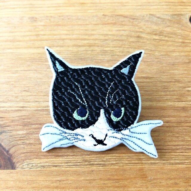 刺繍猫ブローチ 「八割れ猫」の画像1枚目