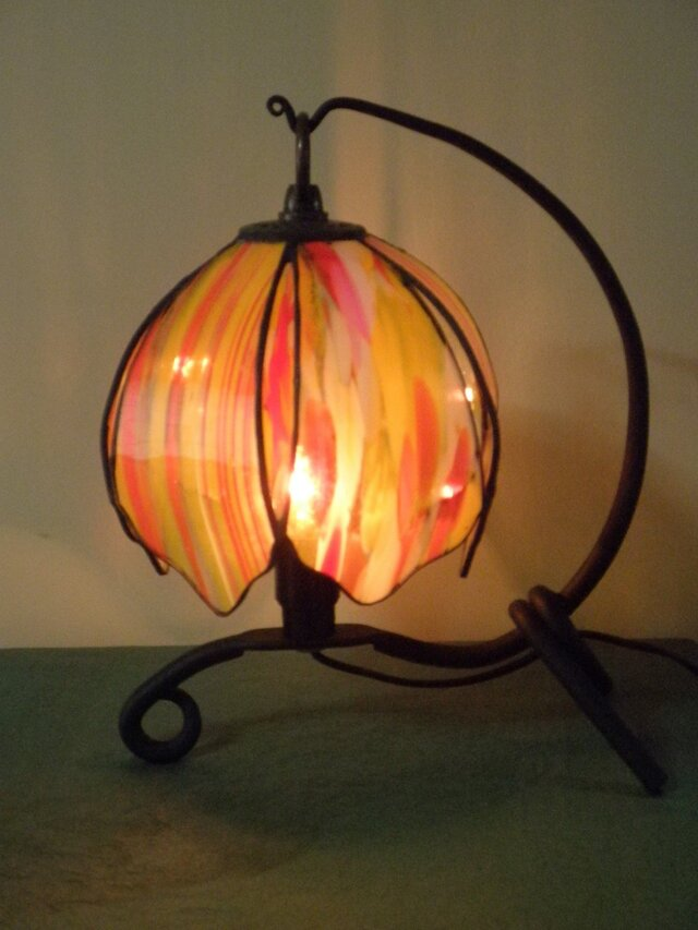 吊り型ランプ(燃えるような情熱)の画像1枚目